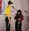 Татьяна Землеруб получает приз от сайта «ksppoisk.ru» (футболка с логотипом фестиваля). Татьяна пришла на прослушивание Большого Жюри самой первой