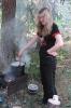 Ольга Чернышева впервые готовит обед на костре