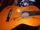 Гитара с автографами приглашенных гостей