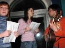 Луську сагитировали петь. Учит слова